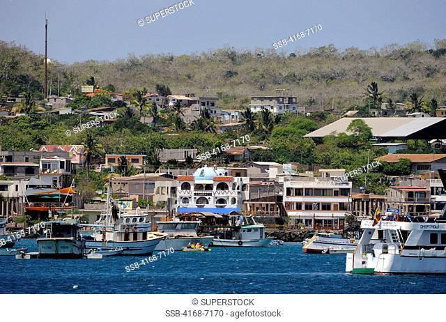ECUADOR, GALAPAGOS ISLANDS, SAN CRISTOBAL ISLAND CHATHAM, PUERTO BAQUERIZO MORENO, VIEW OF TOWN