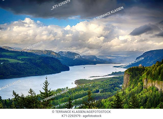 A view down the Columbia River gorge, Oregon, USA