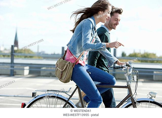 Germany, Berlin, Young couple with bicycle