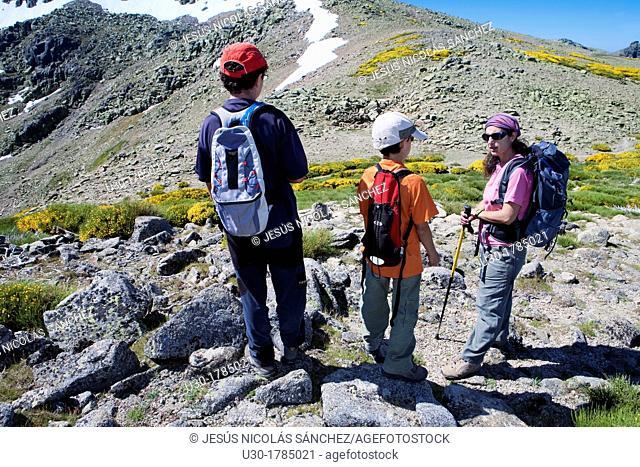 Mountaineers walking between the Biosphere Reserve of Sierra de Béjar and Francia Salamanca and Sierra de Gredos Regional Park Ávila  Castilla y León  Spain