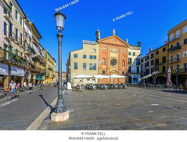 Cafes and Chiesa di San Clemente in Piazza dei Signori, Ragione Palace is visible, Padua, Veneto, Italy, Europe