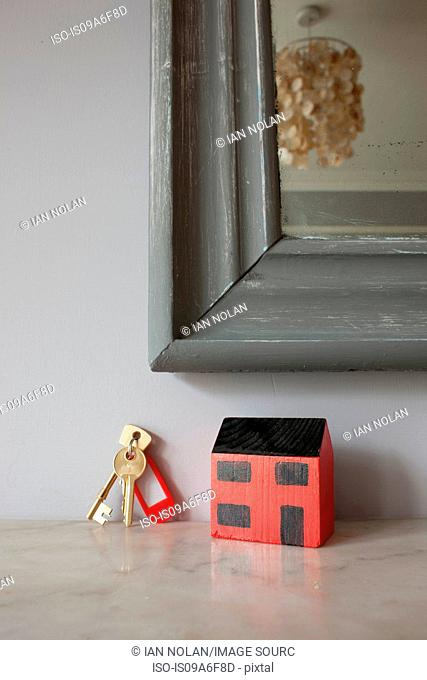 Model of house and keys on mantelpiece