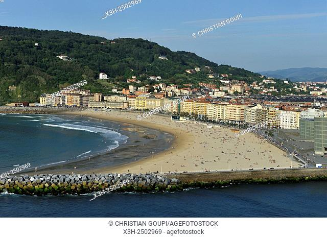 Zurriola Beach viewed from Monte Urgull, San Sebastian, Bay of Biscay, province of Gipuzkoa, Basque Country, Spain, Europe