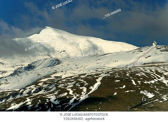 Veleta peak (3. 396m), National Park of Sierra Nevada, Granada province, Region of Andalusia, Spain, Europe
