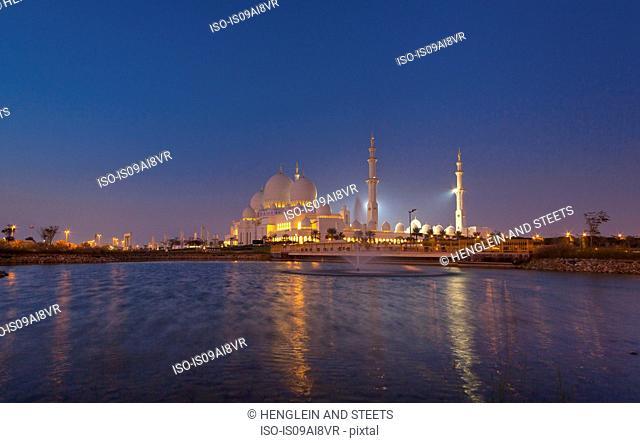Sheikh Zayed Mosque at night, Abu Dhabi, United Arab Emirates