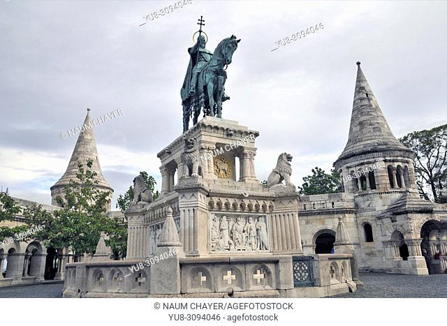 The equestrian statue of Stephen I of Hungary threw the arch, Fisherman's Bastion, Hungary, Budapest, Europe