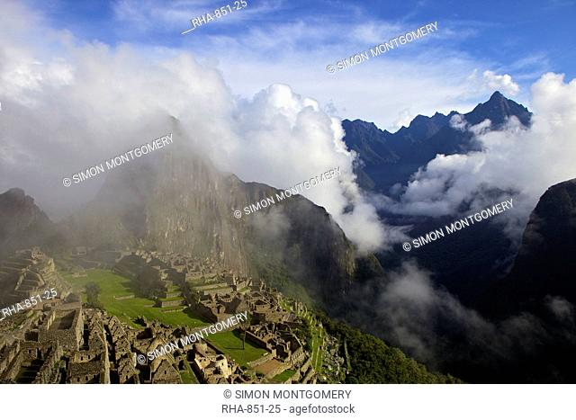 Ruins of the Inca city in morning light, Machu Picchu, UNESCO World Heritage Site, Urubamba Province, Peru, South America
