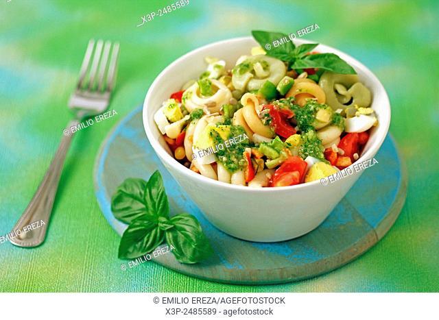 Pasta salad with sunflower seeds pesto