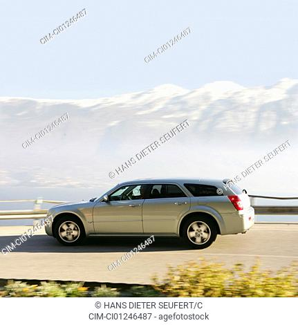 Car, Chrysler 300 C Touring 5.7 Hemi AWD, model year 2005-, silver, upper middle-sized , hatchback, driving, side view, country road