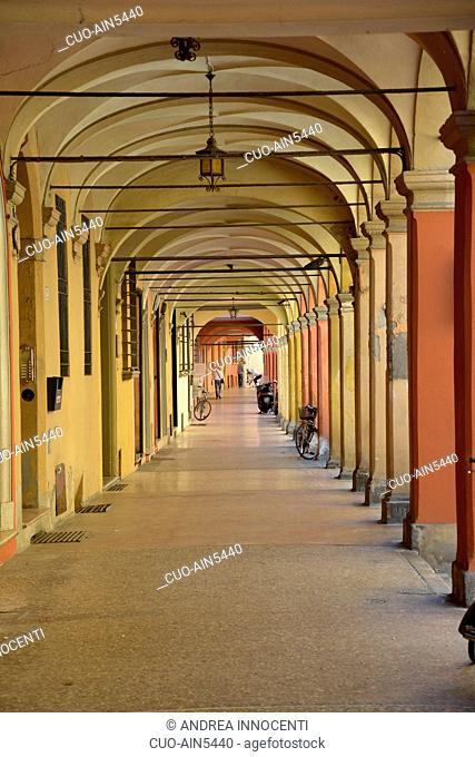 Arcades in the historic center, Bologna, Emilia Romagna, Italy, Europe
