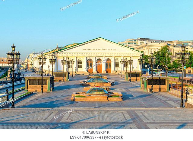 Shooting Manezh Square near the Kremlin at dawn