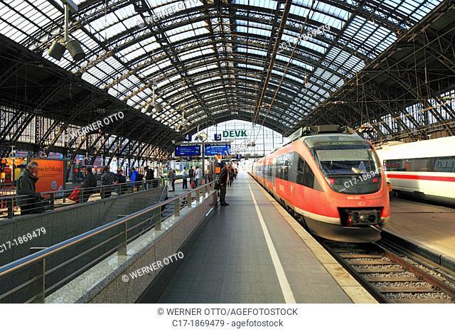 Germany, Cologne, Rhine, Rhineland, North Rhine-Westphalia, NRW, Cologne Central Station, Deutsche Bahn, German Railways, station concourse, train shed, rail