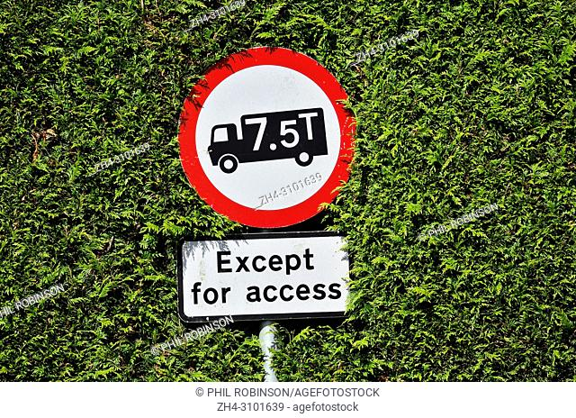 Weight restriction sign on a narrow country road in Kent, England, UK