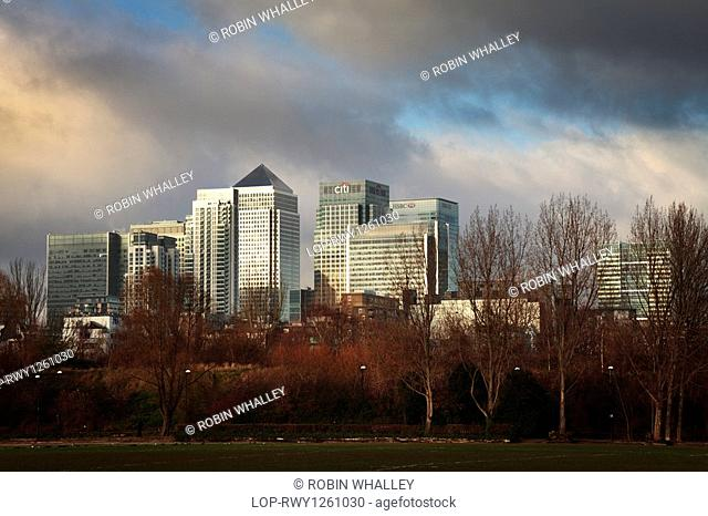 England, London, Docklands, Stormy skies over the Canary Wharf office and shopping development from Millwall Park on the Isle of Dogs