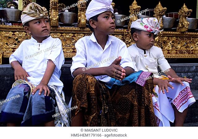Indonesia, Bali, Abianbase, boys at the Odalan anniversary ceremony of the Temple of the Prince