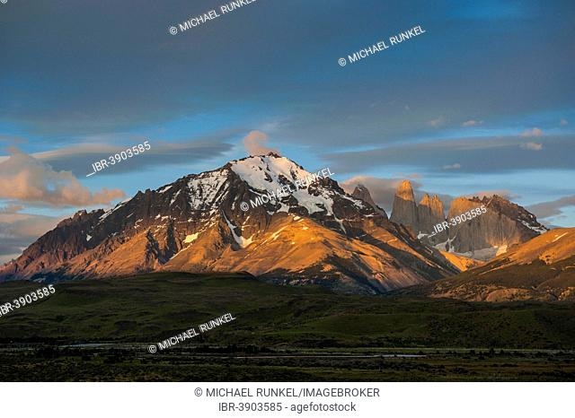 Peaks of Torres del Paine in the morning light, Torres del Paine National Park, Patagonia, Chile