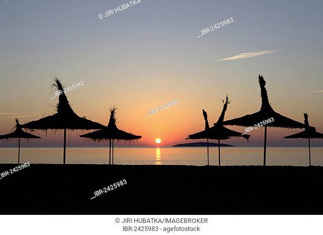 991e2faaeb Silhouette umbrella beach Stock Photos and Images   age fotostock