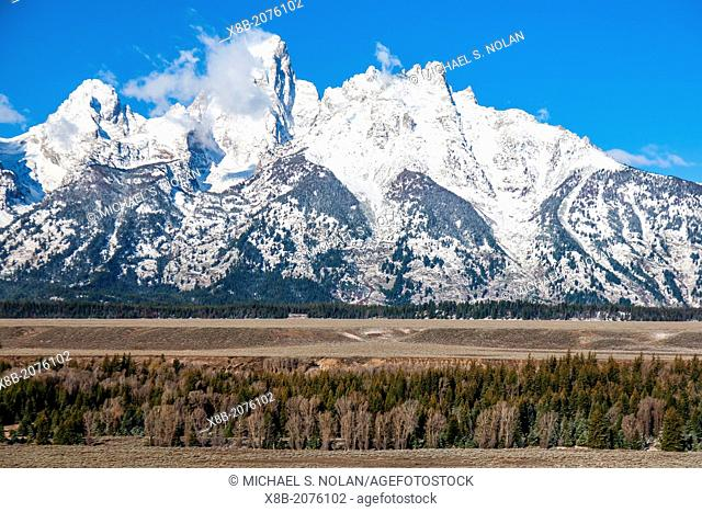 View of the Grand Teton mountains from the oxbow bend of the Snake River in Wyoming, USA