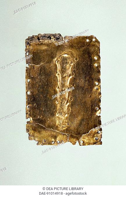 Rectangular gold plate with the clava of Hercules in relief, from the royal tomb of Philip II, Vergina (Greece). Goldsmith art, Greek Civilization