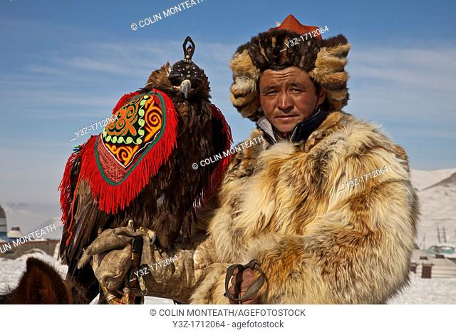 Kazak eagle hunter from far western province of Bayan Olgii compete in winter festival, Mongolia