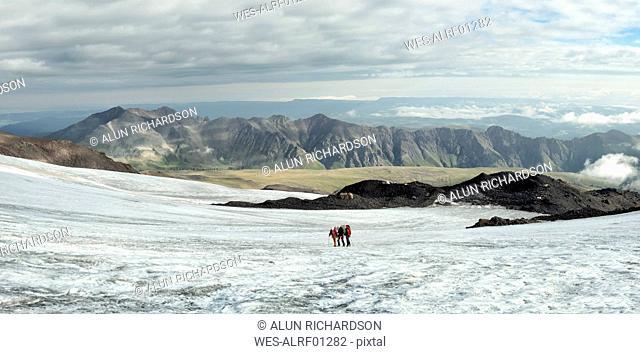 Russia, Upper Baksan Valley, Caucasus, Mountaineers ascending Mount Elbrus