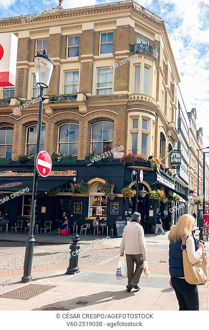 -Pubs and People in Earl's Court Zone- London United Kingdom