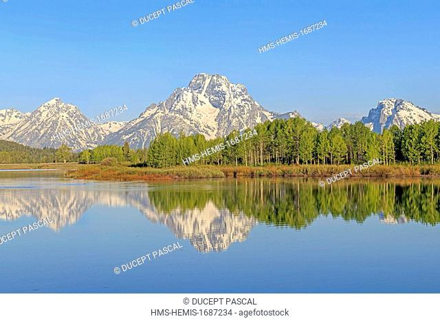 United States, Wyoming, Grand Teton National Park, the Snake River and the Teton Range with Mount Moran from Oxbow Bend