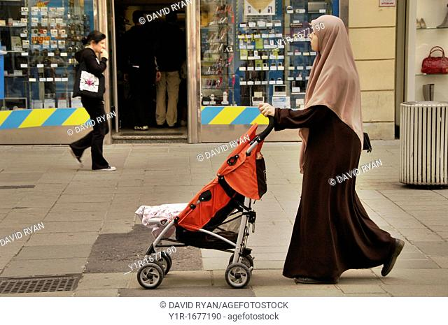 Austria, Vienna, Inner City, The Graben, A young moslem mother