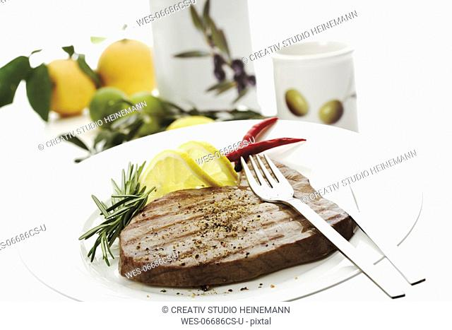 Grilled tuna steak on plate, close-up
