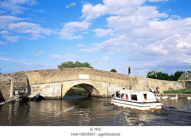 UK, England, Europe, Norfolk, Norfolk Broads, River Thurne, River, Potter Heigham, Potter Heigham Bridge, Bridge, Brid