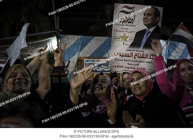 dpatop - Supporters of incumbent Egyptian President Abdel Fattah al-Sisi cheer outside a polling station on the 3rd day of the 2018 Egyptian presidential...