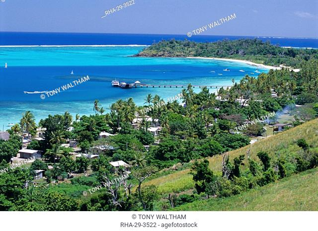 Resort huts beside coral sand beach, lagoon has outer coral reef, Mana Island, Mamanuca Group, west of Viti Levu, Fiji, South Pacific islands, Pacific