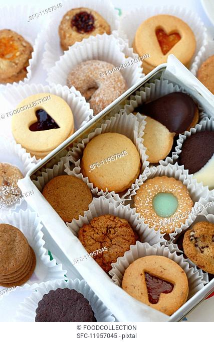 A white gift box with various cookies and Linz sandwich biscuits