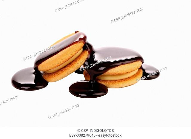 Stream chocolate and biscuit sandwich