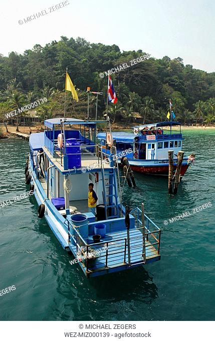 Thailand, Excursion boat in front of Koh Wai Island at Mu Ko Chang National Park