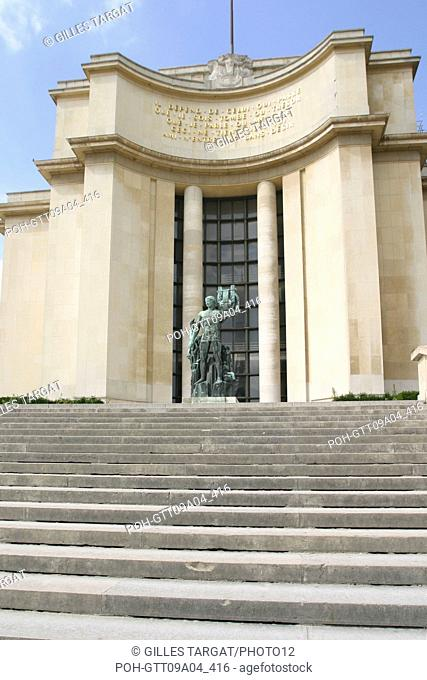 tourism, France, paris 16th arrondissement, palais de chaillot, sculpture, Apollo, stairs Photo Gilles Targat