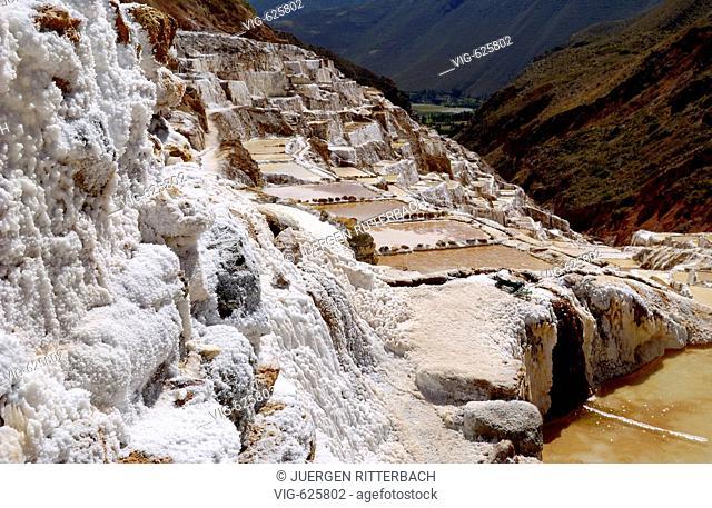 PERU, URUBAMBA, 01.05.2006, Saline of Pichingoto und Maras, Sacred Valley of Inca. - URUBAMBA, CUSCO, PERU, 01/05/2006