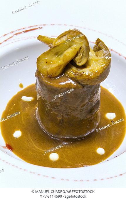 Plato de Rabo de buey con amanita cesárea (oxtail with amanita caesarea). Restaurante Akebaso, Axpe, Biscay, Basque Country, Spain