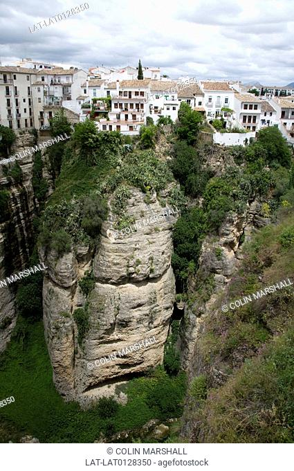 Ronda is a historic town in the mountains,built on the edge of the Tajo gorge