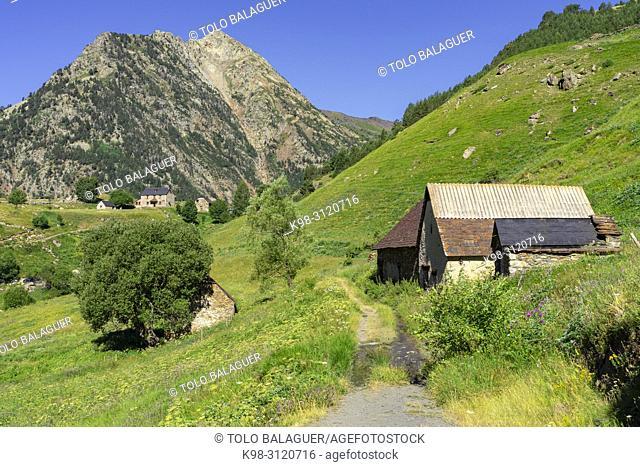 granjas de biadós, Valle de Añes Cruces, parque natural Posets-Maladeta, Huesca, cordillera de los Pirineos, Spain