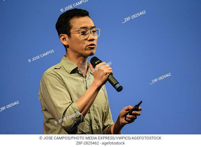 Ji Lee presents his father, Chan Jae Lee project, during first day of conferences of FID 7, â. . Festival Internacional de Diseñoâ