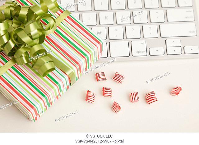 USA, Illinois, Metamora, Christmas decoration in office