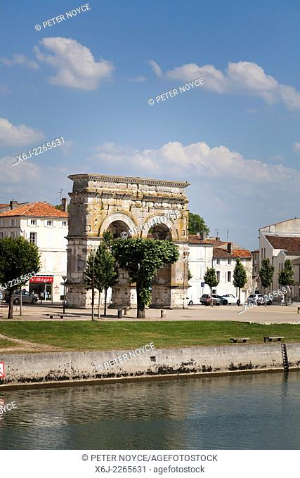 Arch of Germanicus on the right bank by the River Charente