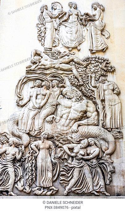 France, 16th arrondissement of Paris, Palais de Tokyo and Allegorie a la Gloire des Arts bas-relief by Alfred Janniot