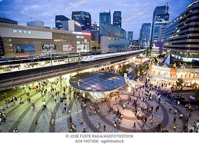 Japan, Tokyo, the Bullet train trough Yurakucho Station