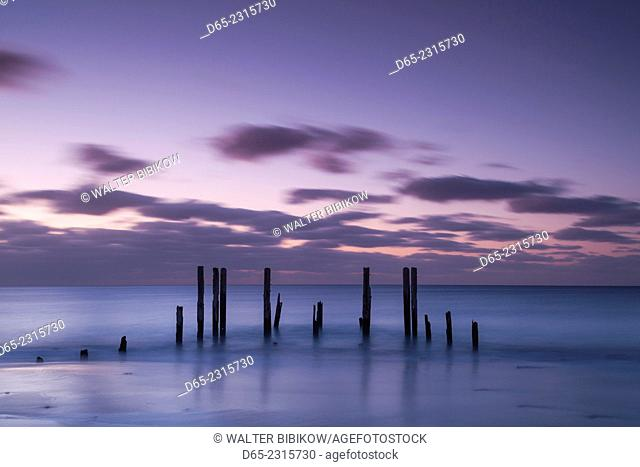 Australia, South Australia, Fleurieu Peninsula, Port Willunga, old jetty, dusk