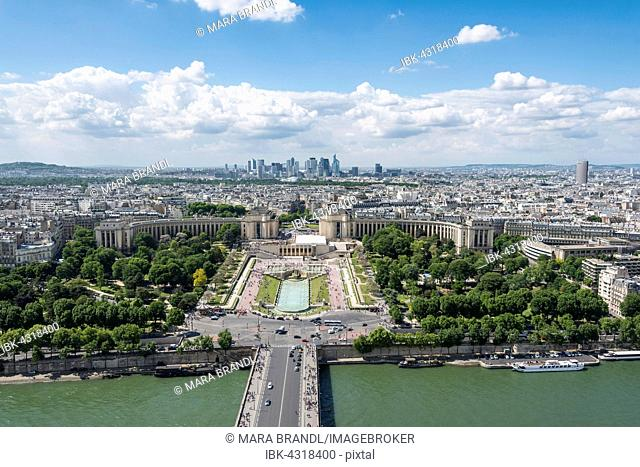 Cityscape, view from the Eiffel Tower over the Seine and the Jardin de Trocadero, Place du Trocadéro et du 11 Novembre, La Defense district behind