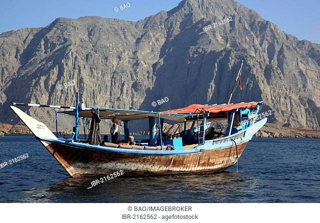 Dhow in the Bays of Musandam, Shimm Strait, in the Omani enclave of Musandam, Oman, Arabian Peninsula, Middle East, Asia
