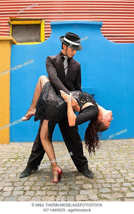 Couple of Tango dancers, El Caminito, La Boca district, Buenos Aires, Argentina