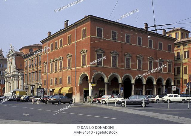 piazza roma, modena, italy